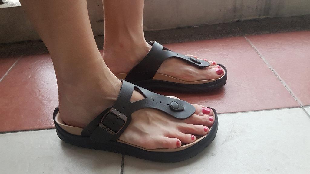 MBT Recovery Sandals - Meru