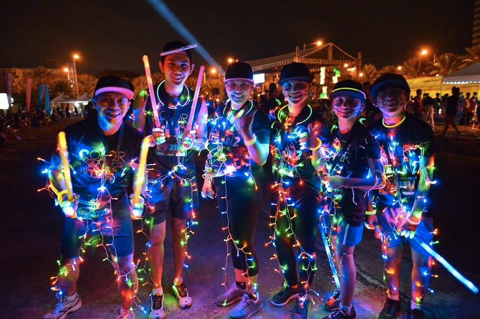 Color Manila Nite Run glow sticks